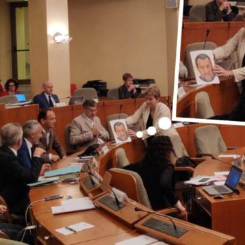 """GRUPPO M5S: """"FREDIANI CONSEGNA A CIRIO LA MASCHERA DI SALVINI. E' QUESTO IL VERO VOLTO DEL PRESIDENTE DEL PIEMONTE"""""""